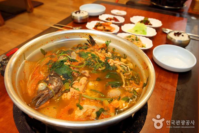 Busan Sikdang (부산식당)