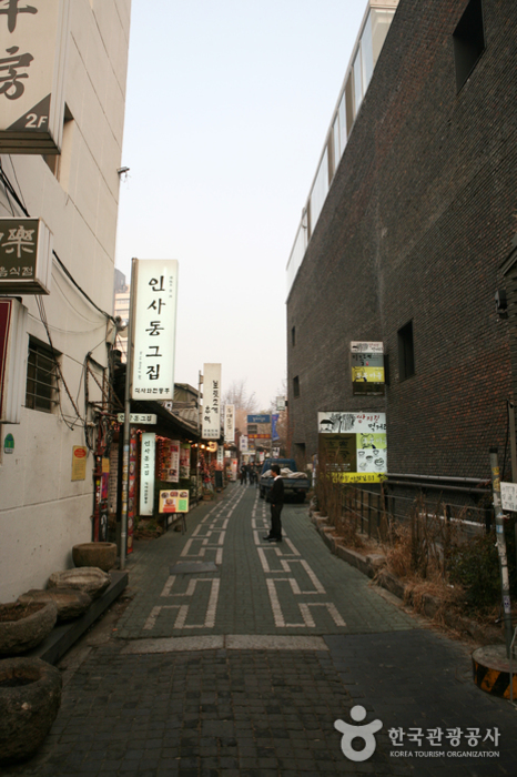 Insa-dong ()