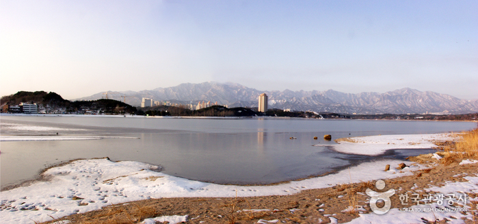 Yeongnangho Lake ()