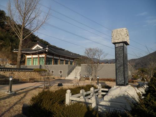 Центр дружбы народов Кореи и Японии в уезде Тальсон (달성 한일우호관)2