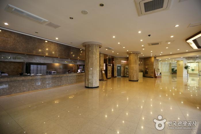 ソウルクラウン観光ホテル(旧ホテルクラウン梨泰院)(서울 크라운 관광호텔(구 호텔 크라운 이태원))