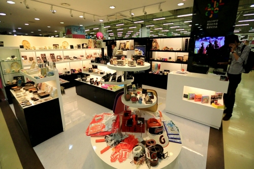Home Plus Tourist Souvenir Shop (Haeundae Busan Branch) [홈플러스 관광기념품점(부산 해운대점)]