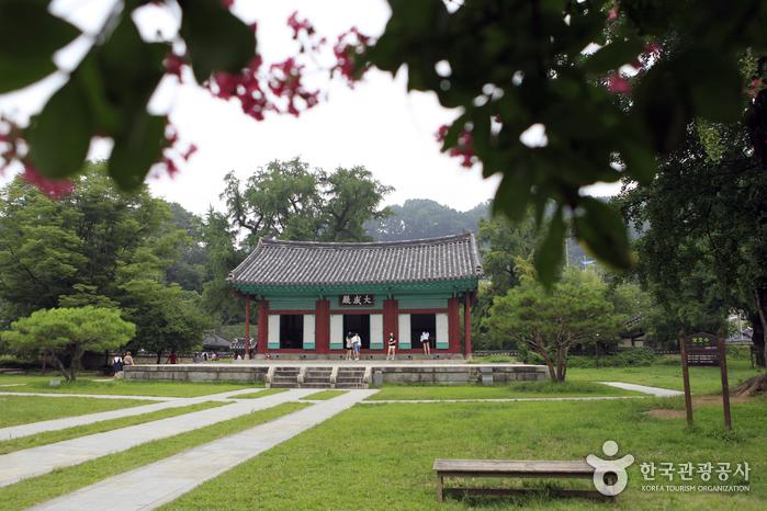 Jeonjuhyanggyo Confucian School (전주향교)