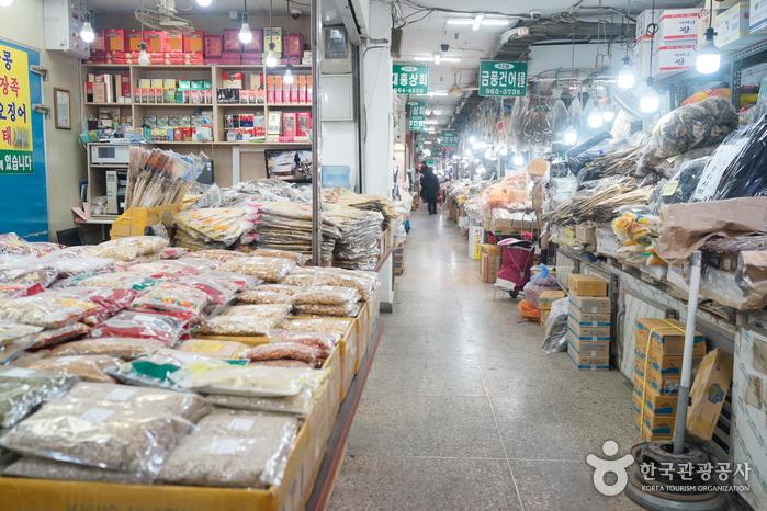 Seoul Gyeongdong Market (서울 경동시장)