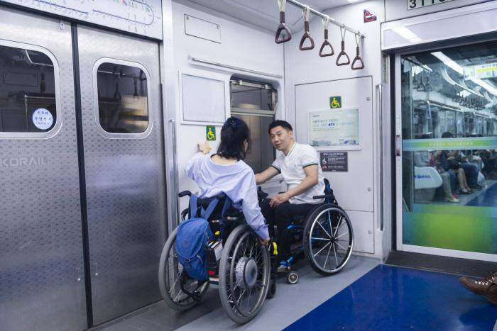 지하철 내 휠체어석