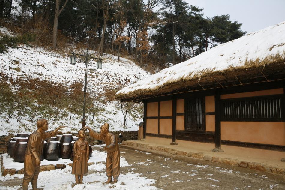 김유정문학촌에 복원된 작가의 생가