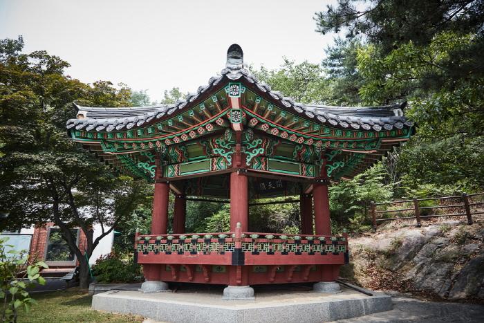 Hwanghakjeong Pavilion (황학정)