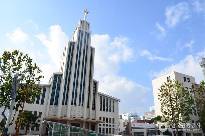 근대건축물인 대흥동성당