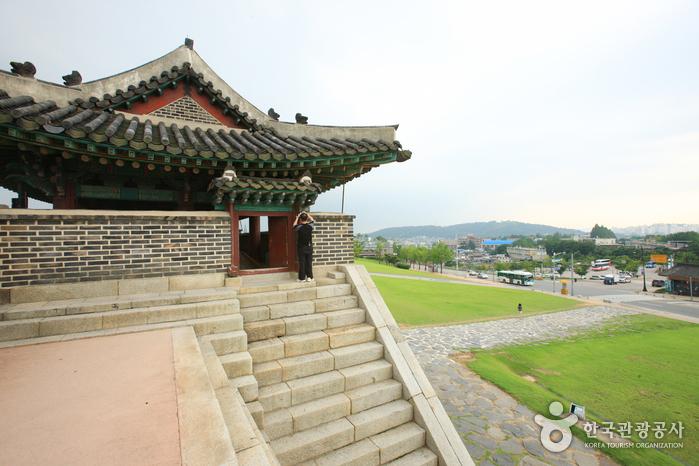 Ворота Чханнёнмун в крепости Хвасон в Сувоне11