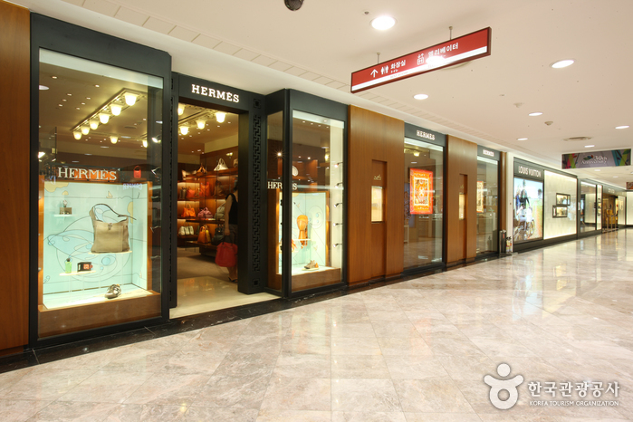 Lotte World Duty Free Shop (롯데면세점-월드점)