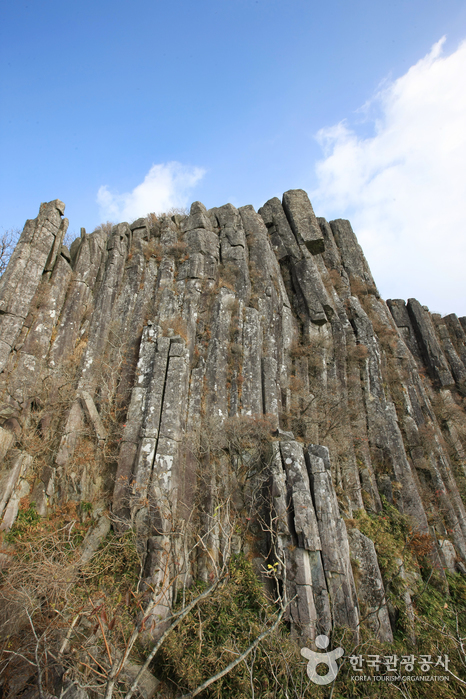 Jusangjeolli Cliff of Mudeungsan Mountain ( )