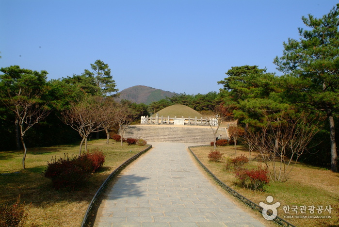 Tomb of General Kim ...