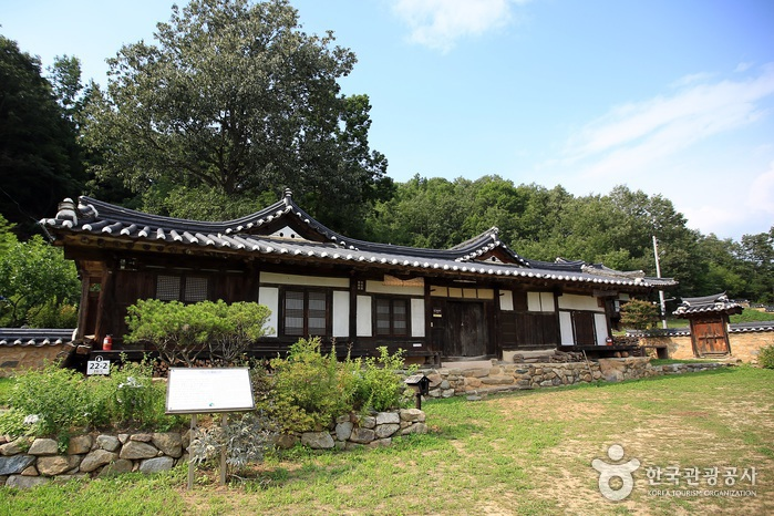 Seobyeok Historic House (서벽고택)