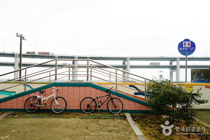 Millak Waterfront Park (민락수변공원)