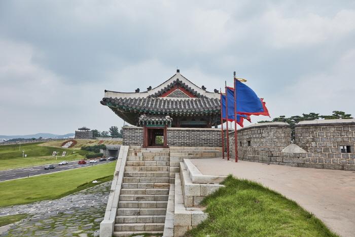 Ворота Чханнёнмун в крепости Хвасон в Сувоне5