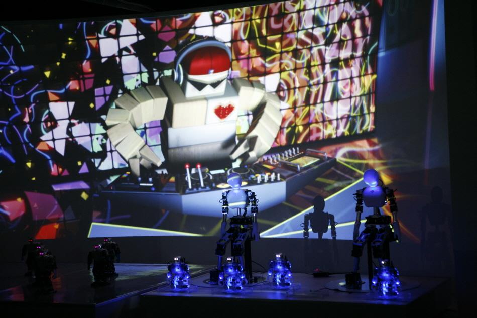 토이로봇관에서 아이들이 특히 좋아하는 로봇 댄스