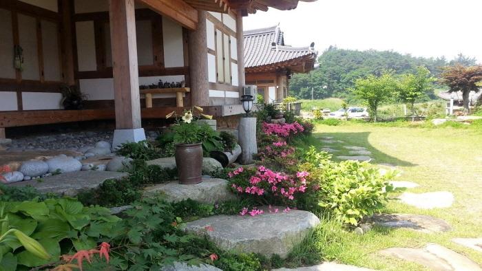 Mureungdonwon Hanok Guesthouse (Janyeonae Hanok Guesthouse) (무릉도원한옥집(자연애 한옥집))[한국관광품질인증제/ Korea Quality]