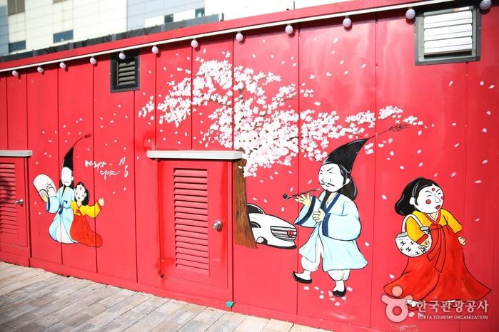벚꽃과 다양한 캐릭터가 그려진 벽화
