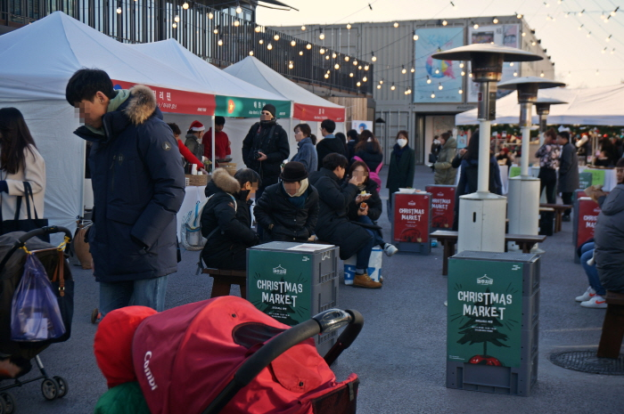 언더스탠드에비뉴 Christmas Market 마주치장 2018