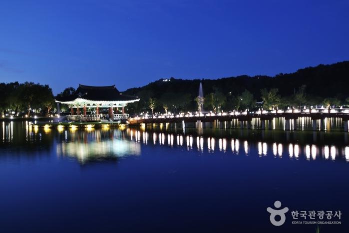 薯童公園と宮南池(서동공원과 궁남지)