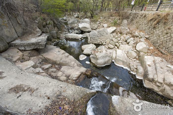牛耳洞溪谷(우이동계곡)