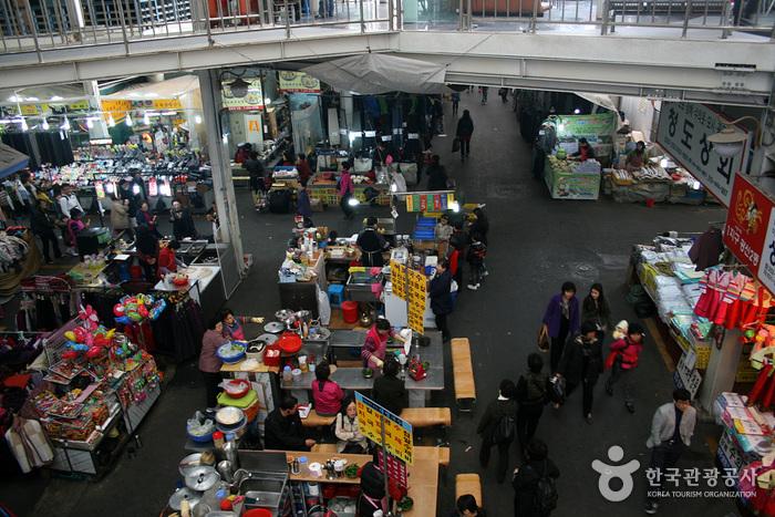 Daegu Seomun Market & Seomun Night Market (대구 서문시장 & 서문시장 야시장 )