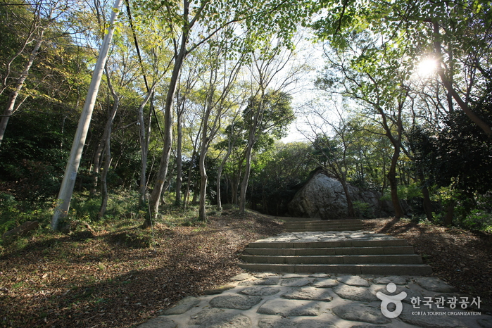 Mihwangsa Temple / Dosolam (Haenam) (미황사/도솔암(해남))