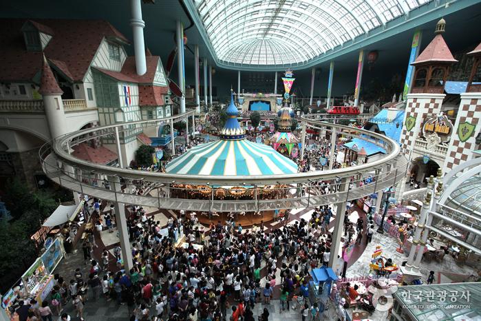 Lotte World (롯데월드)