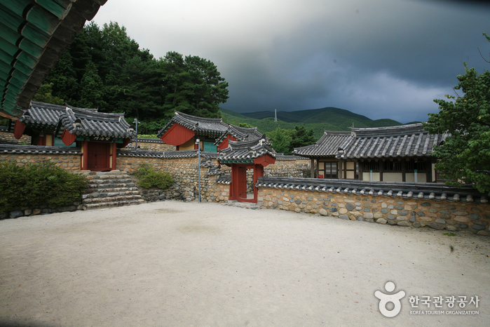 Relics of Park Jesang (Chisanseowon Confucian Academy) (박제상 유적 (치산서원))