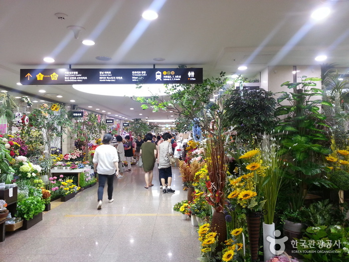 Express Bus Terminal Wholesale Flower Market (고속터미널 꽃도매상가)