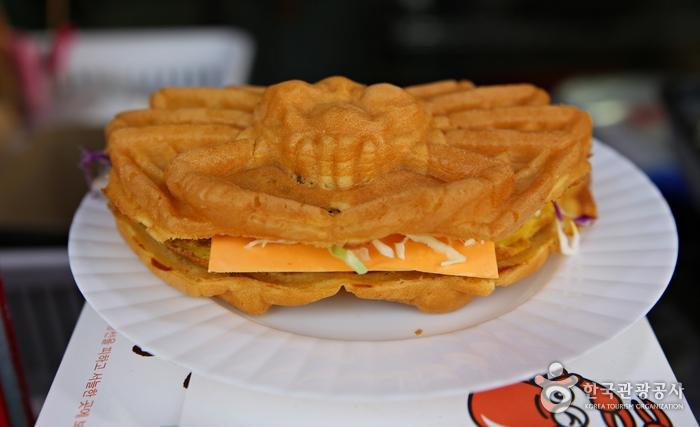 대게빵으로 만든 이색 샌드위치