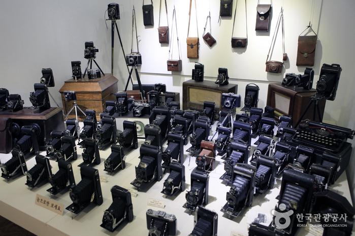 지난 2012년 전주한옥마을에 개관한 여명카메라박물관도 흥미로운 공간이다
