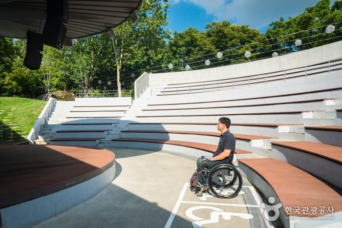 야외공연장 장애인관람석