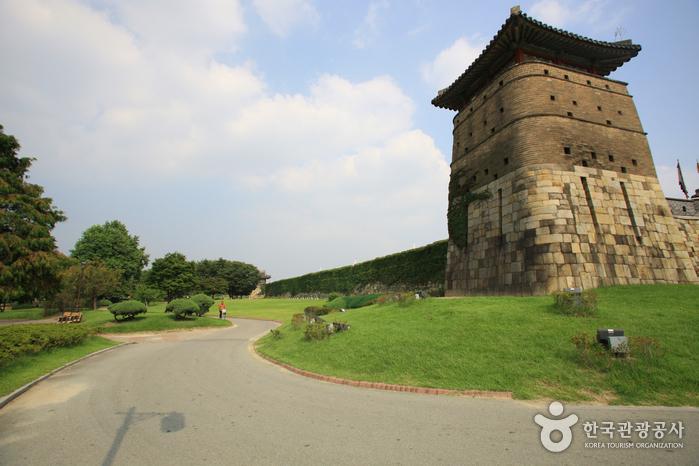 Ворота Хвасомун в крепости Хвасон в Сувоне (화서문)2