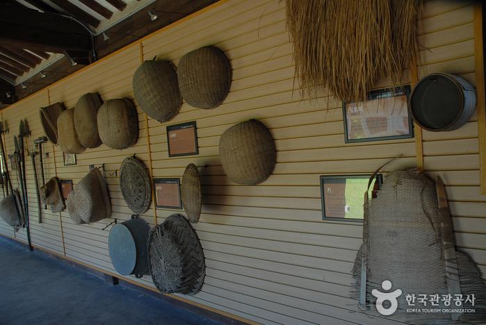 Hansan Mosi (Ramie Fabric) Museum (한산모시관)