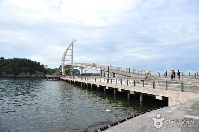Saeseom Island Saeyeongyo Bridge (새섬 새연교)