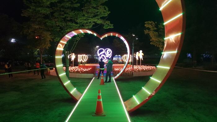 Chuncheon Lake Starlight Nation Festival (춘천 호수별빛나라축제)