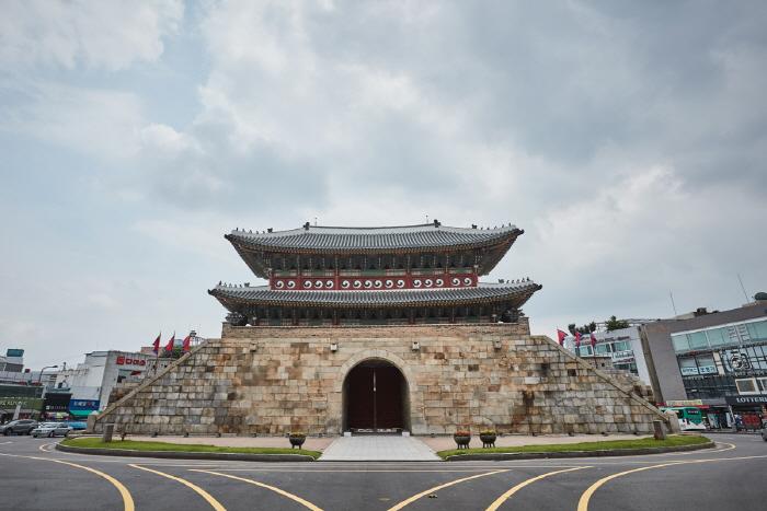 Paldalmun Gate (팔달문)