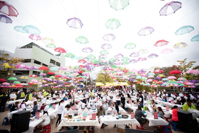 Jeonju Bibimbap Festival (전주비빔밥축제)
