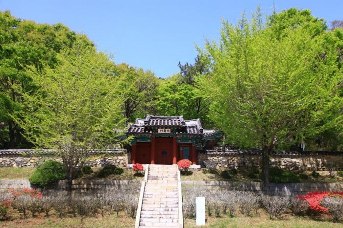 Родовая молельня Чхунминса в Йосу (여수 충민사)