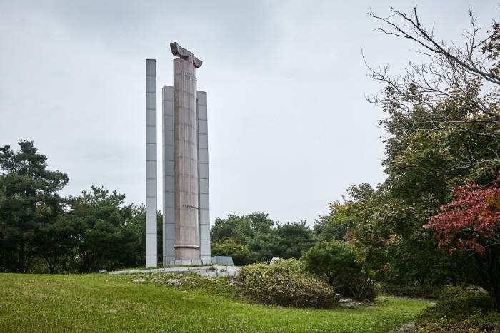 우륵기념탑