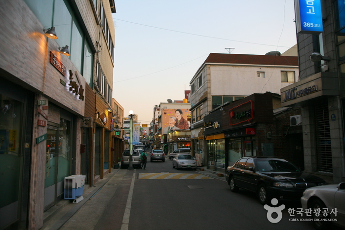 Dong-Incheon Samchi (Mackerel) Street ( )