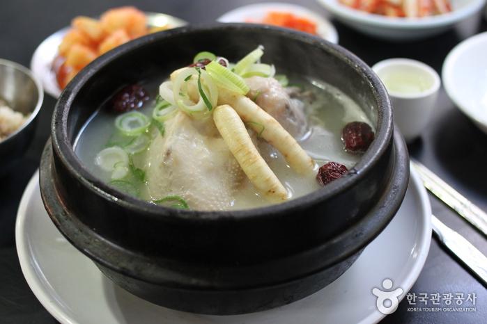百濟蔘雞湯(백제삼계탕)