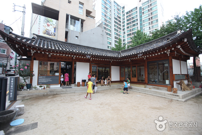 Korean Museum of Straw and Life (짚풀생활사박물관)