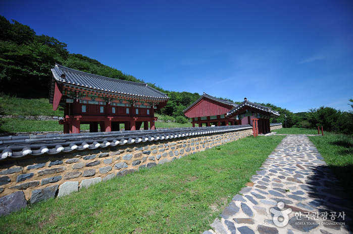 Jeoksangsan National Archives Site (적상산사고지)