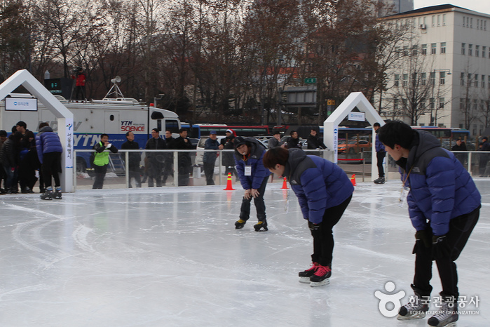 Seoul Plaza Ice Skating Rink (서울광장 스케이트장)