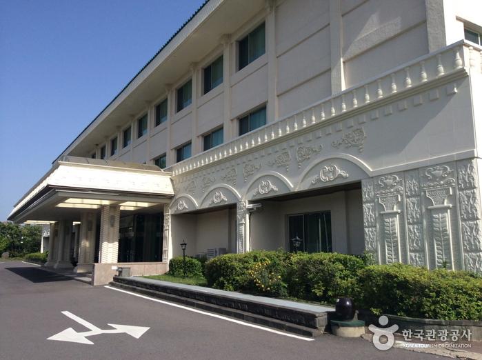 Jeju Hana Hotel (제주 하나 호텔)