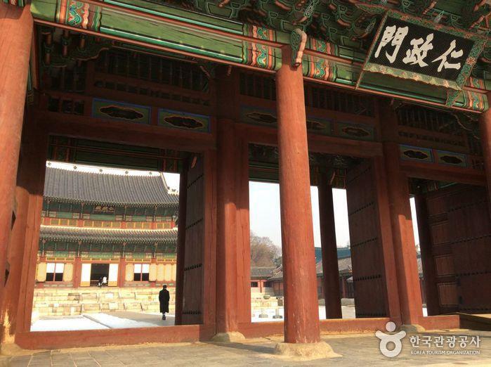 Changdeokgung Injeongmun Gate (창덕궁 인정문)
