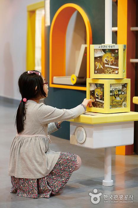 어린이과학관에서는 과학을 주제로 한 다양한 체험을 할 수 있다