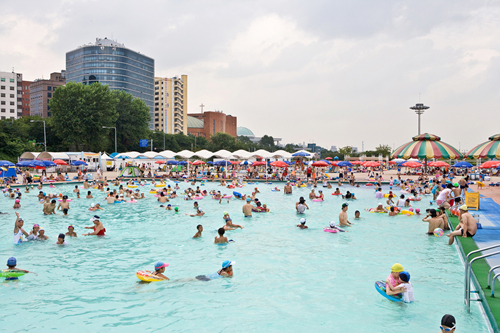 Outdoor Swimming Pools in Yeouido Hangang Park (한강시민공원 여의도수영장(실외))